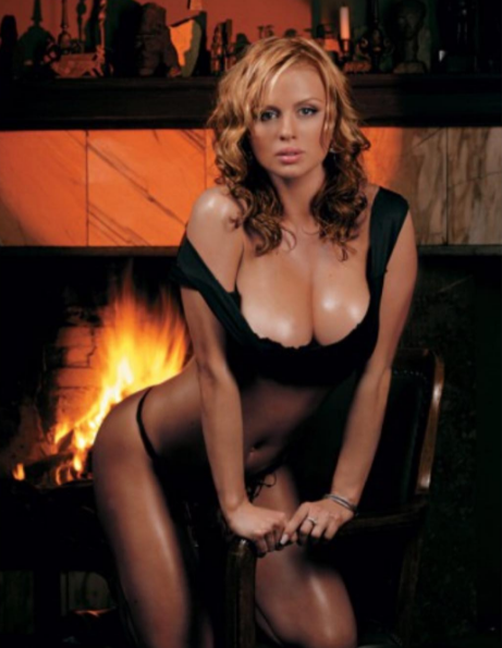 Анна Семенович подразнила поклонников старым эротическим снимком