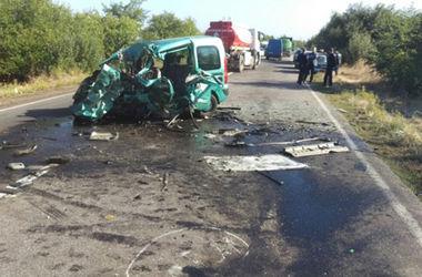 ФОТОФАКТ. Жуткое столкновение автомобилей в Николаевской области: водители погибли мгновенно