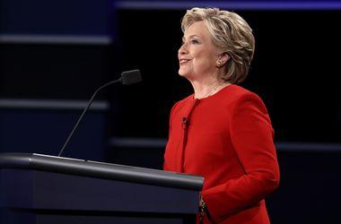 Клинтон обвинила Трампа в заигрывании с Путиным