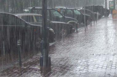Ливень в Тбилиси затопил улицы и дома, парализовал движение транспорта