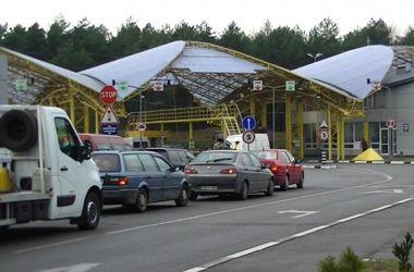 На западной границе в очередях стоит около 400 авто – Госпогранслужба