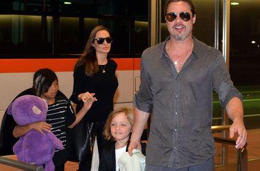 Няни детей Анджелины Джоли и Брэда Питта рассказали о беспорядке, который творился в доме звезд