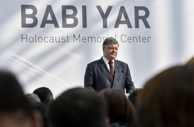 Порошенко сравнил запрет Меджлиса с политикой Сталина