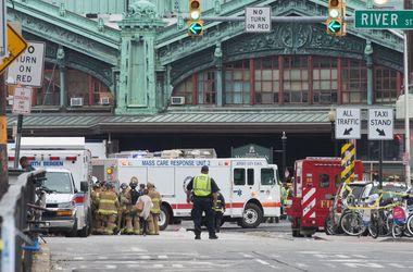 При крушении поезда на вокзале в Хобоукене погиб один человек и 108 человек пострадали