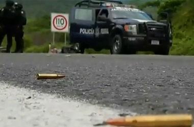 В Мексике вооруженные люди напали на военный конвой, убиты четыре солдата