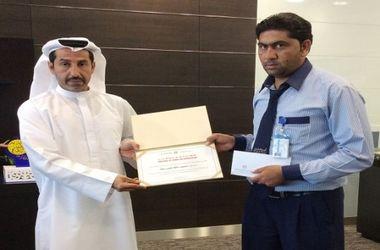 В ОАЭ таксист вернул бизнесмену забытые в машине полмиллиона долларов