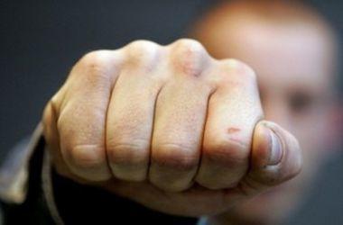 В Запорожье экс-патрульный избил металлической вешалкой задержанного