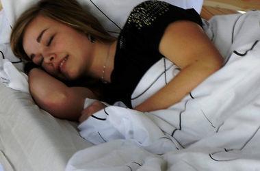 Врачи назвали самую полезную позу для сна