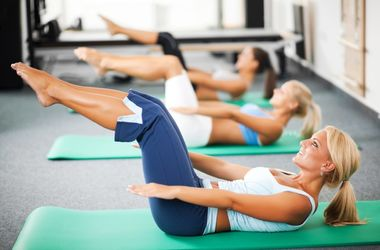 Будь в форме: пилатес поможет исправить осанку и похудеть