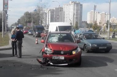 ФОТОФАКТ. В пригороде Киева жестко столкнулись машины