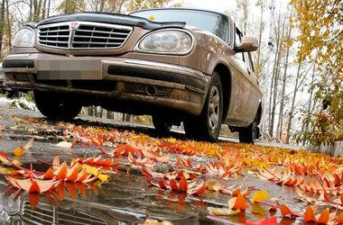 Особенности осеннего вождения авто: как не попасть в аварию на мокрой дороге и из-за тумана