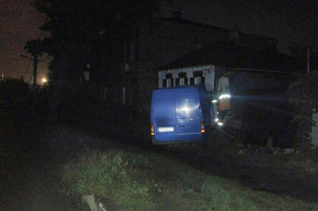 В Харькове микроавтобус въехал в дом (фото)