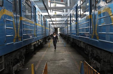 В Киеве остановилась синяя ветка метро (обновлено)
