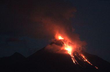 В Мексике начал извергаться вулкан, людей срочно эвакуриуют