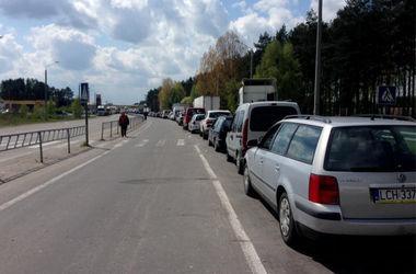 В очередях на границе с Польшей стоят 220 автомобилей