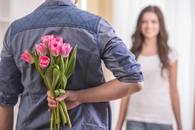 Как выбрать цветы в подарок на 8 марта